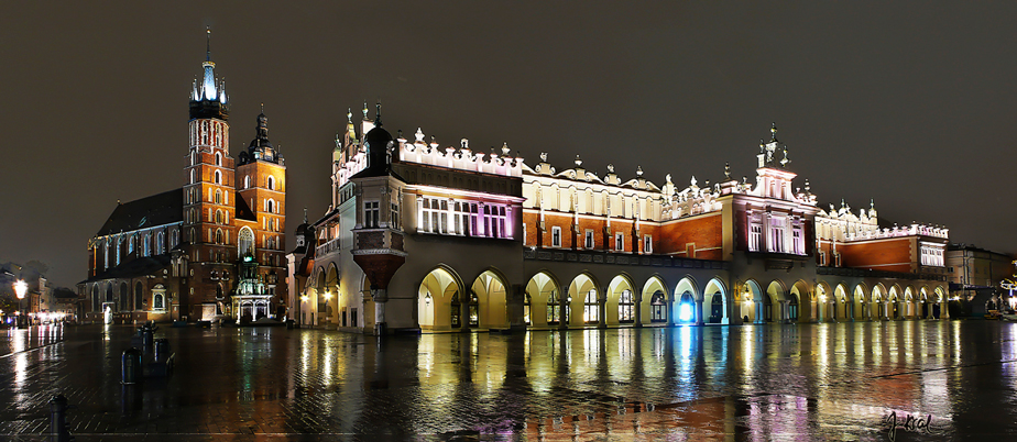 Sukiennice and Mariacki Church in Krakow